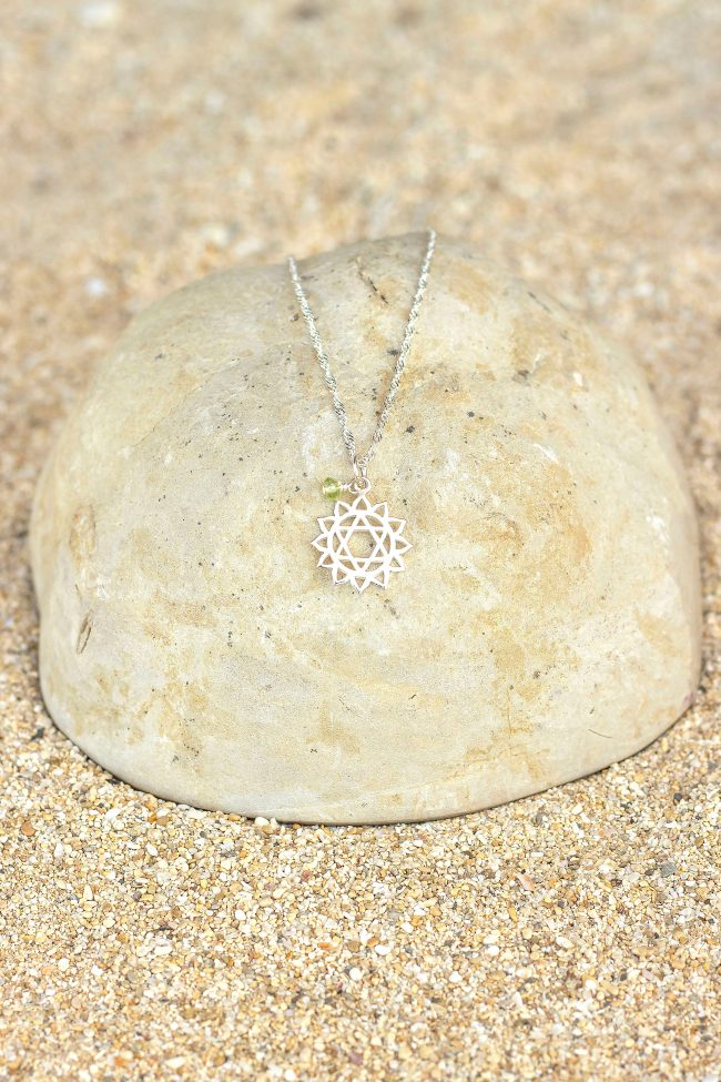 23204-silver-chakra4-peridot